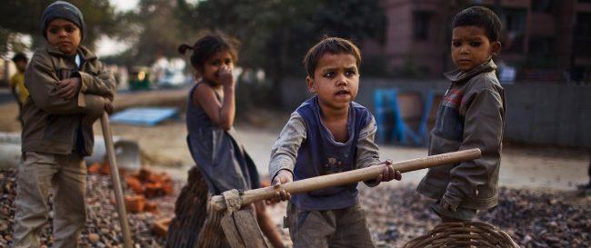 """Bernardo Kliksberg y el diagnóstico más triste: """"mueren 16 mil niños por día en el mundo por razones evitables"""""""
