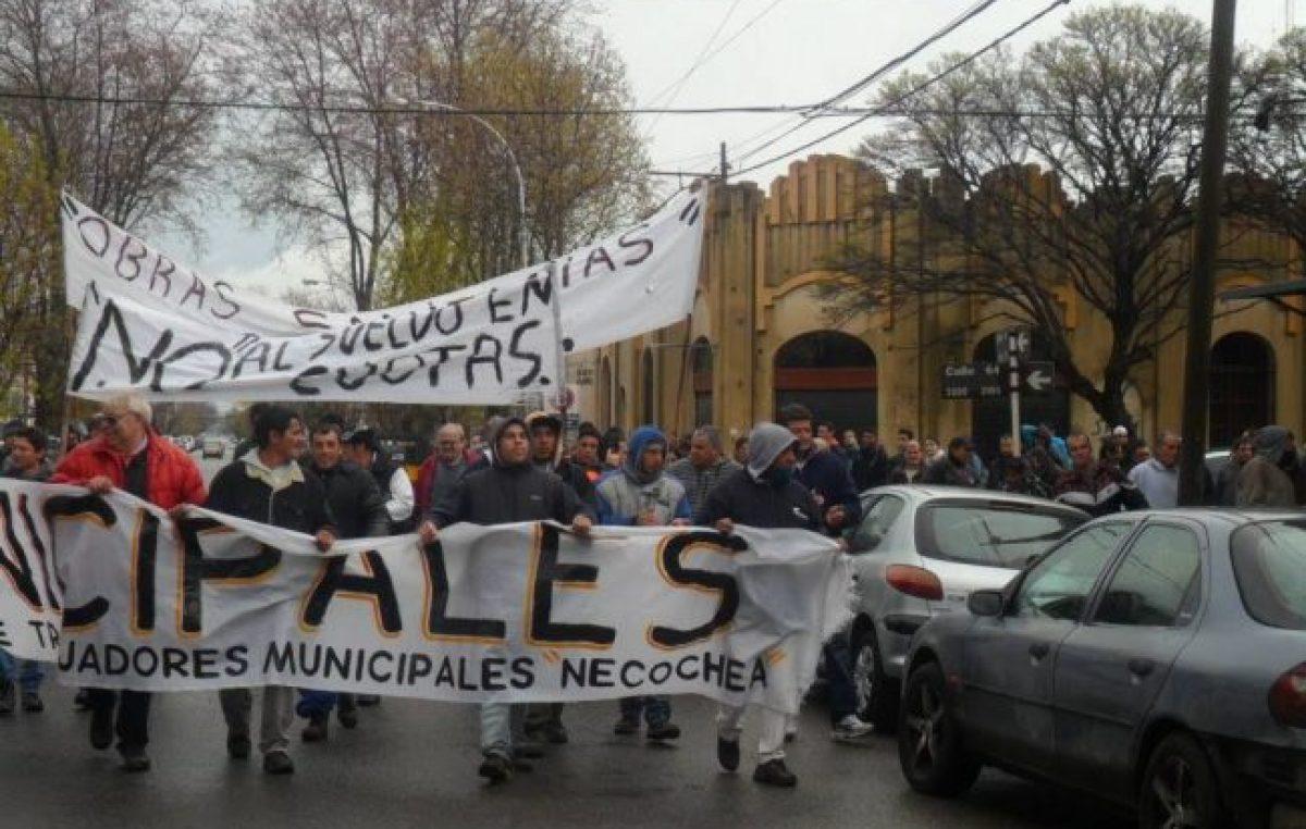 Necochea: Fuerte molestia de los municipales por el regreso del pago de salarios en cuotas