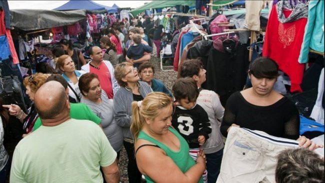 Para ahorrar, los neuquinos van de compras a La Salada de Mendoza