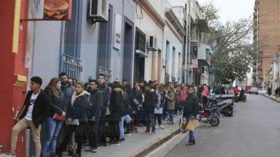 Paraná: La necesidad empuja a los jóvenes a buscar trabajo sin planificar su futuro laboral