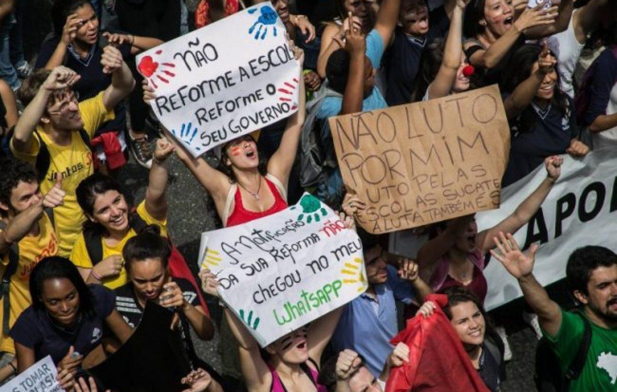 Los estudiantes enfrentan a Bolsonaro