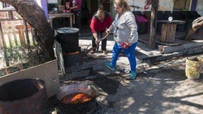 Por la crisis, el comedor La Luciérnaga de Catamarca da de comer por las noches