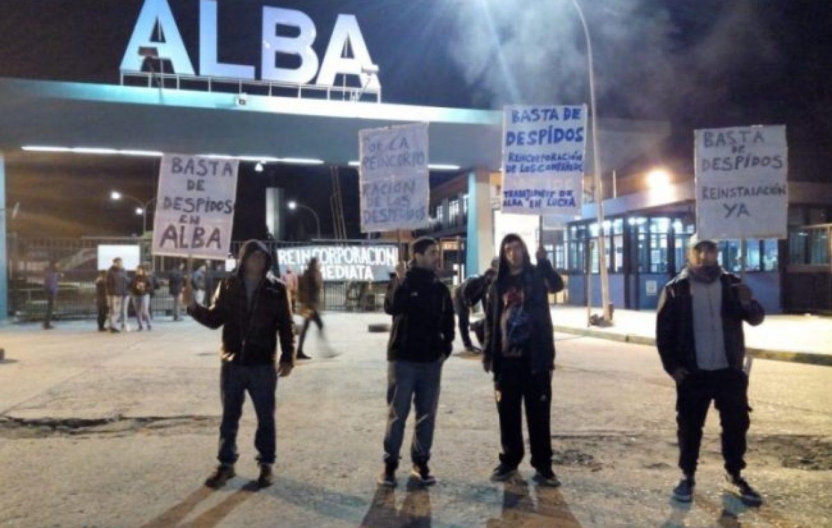 Trabajadores bloquean una fábrica de pintura en Escobar para rechazar despidos masivos