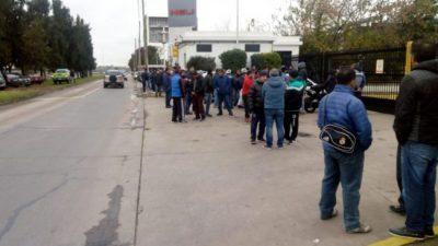 Garín: Casi 250 trabajadores despedidos toman la planta de la alimenticia Alijor