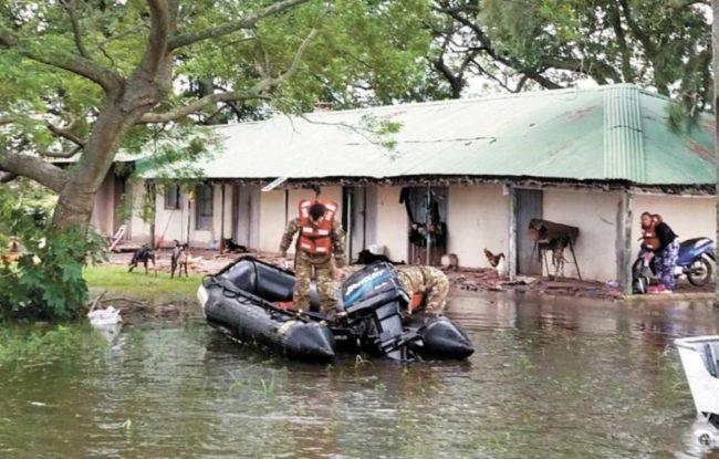 Ya hay evacuados en el norte de Santa Fe por el agua que ingresa de Chaco y Santiago