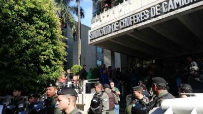 Más de 150 gendarmes para allanar Camioneros