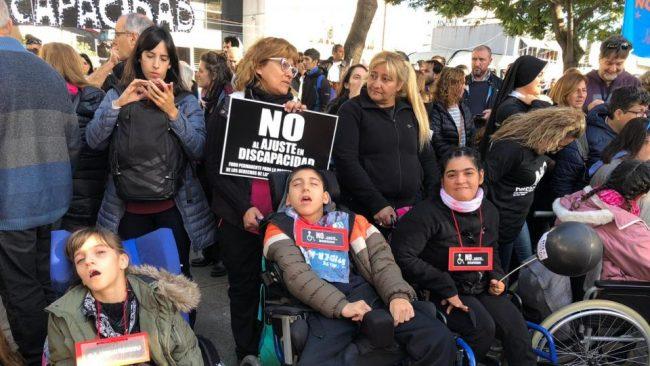 Frente a la Quinta de Olivos contra los ajustes en discapacidad