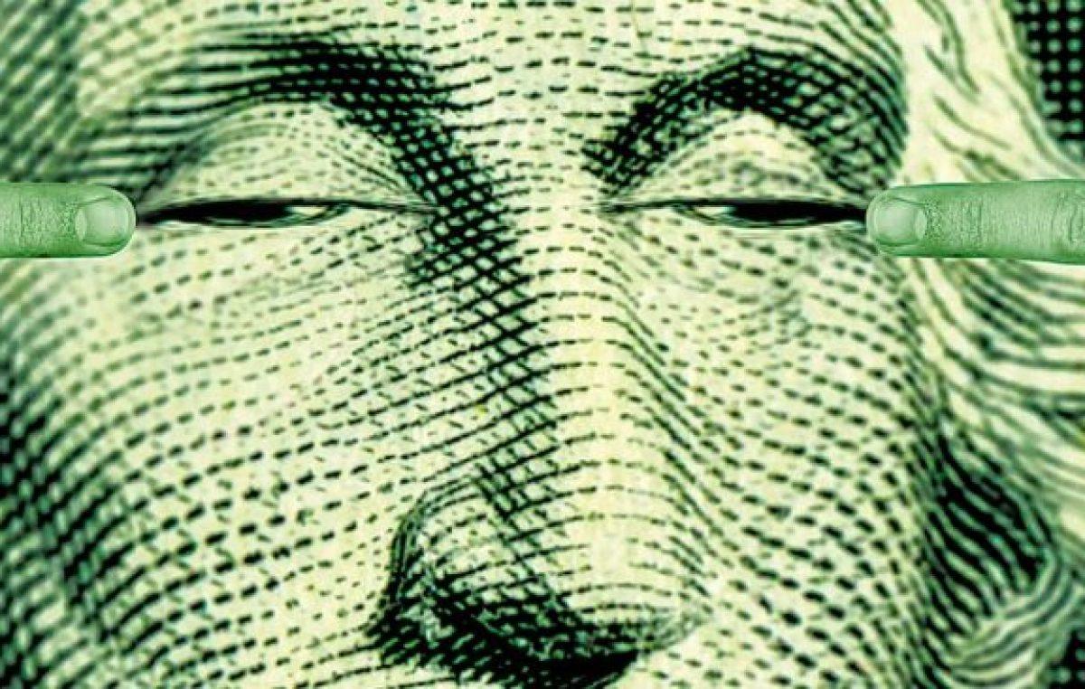 El dólar sube y las reservas bajan