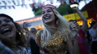 Estambul y Hong Kong: dos victorias para el campo democrático