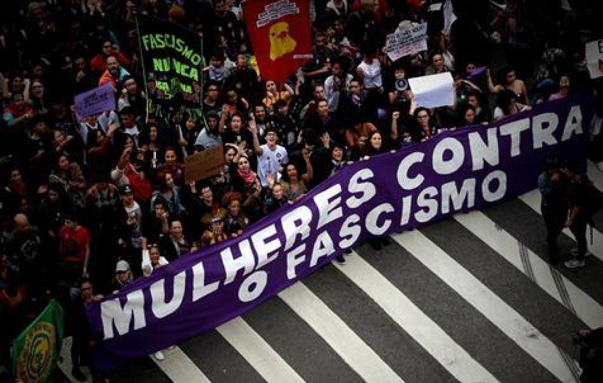 Crece el rechazo femenino contra Bolsonaro
