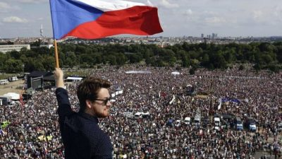 Una marea humana para que se vaya el premier de República Checa