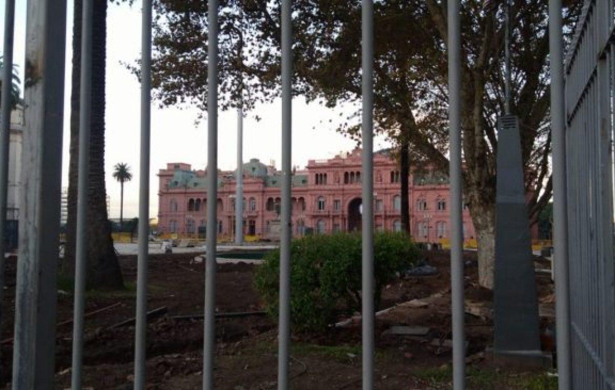 Legislatura de CABA: legalizarán la instalación de las rejas en la Plaza de Mayo