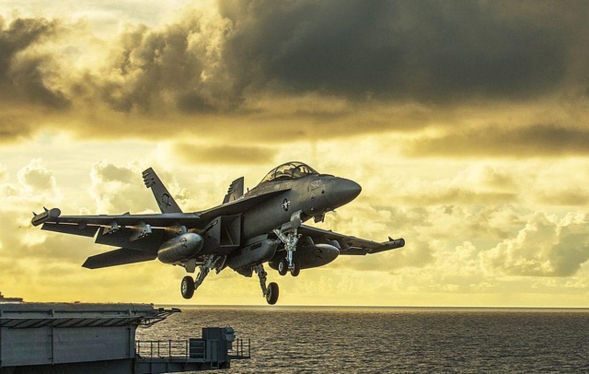 Macri de shopping: quiere gastar 440 millones de dólares en aviones de guerra