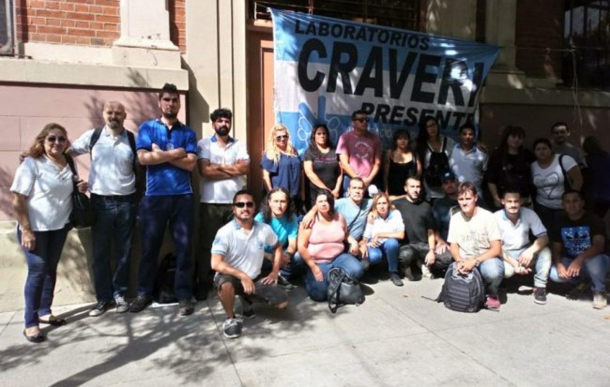Caballito: Continúa el acampe frente al laboratorio Craveri en rechazo a los despidos masivos