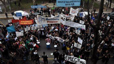 """Municipales de Mar del Plata se manifiestan y la Municipalidad queda """"aislada"""""""