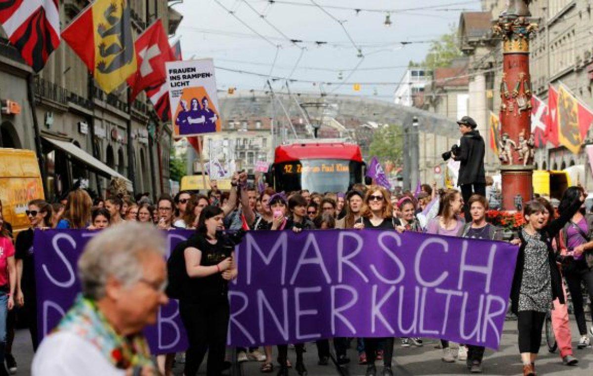 Las suizas fueron masivamente a una huelga para denunciar que tampoco su país es igualitario