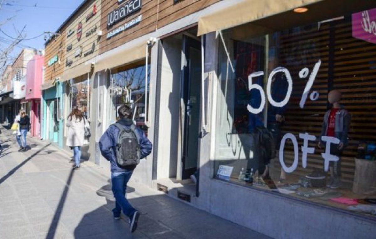 Los negocios neuquinos buscan salvar la ropa con liquidaciones