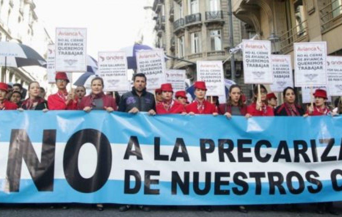 """Macrisis: aeronavegantes marcharon en repudio al """"vaciamiento de Avianca Argentina"""""""