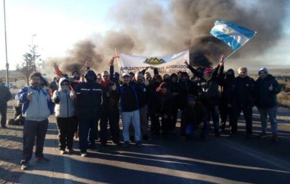 Rawson: municipales se manifestaron frente a Legislatura
