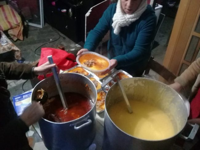 Bariloche: La Olla ambulante continúa alimentando a muchísimas personas en situación de pobreza