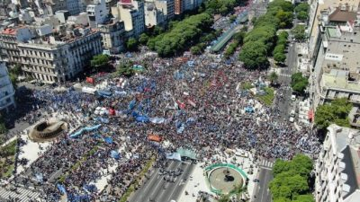 Histórica manifestación de los movimientos sociales contra el hambre