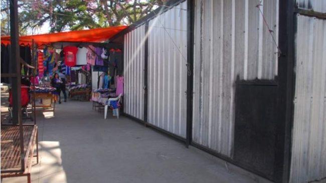 Catamarca: Vendedores de la plaza 25 de Agosto dejan sus puestos por las bajas ventas