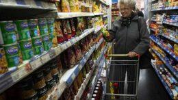 Jubilados mendocinos necesitaron casi $17 mil para llegar a fin de mes en julio