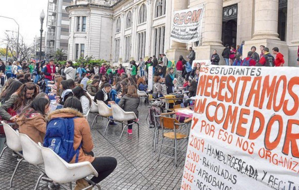 Rosario: Cada vez más estudiantes piden becas para no tener que dejar la universidad