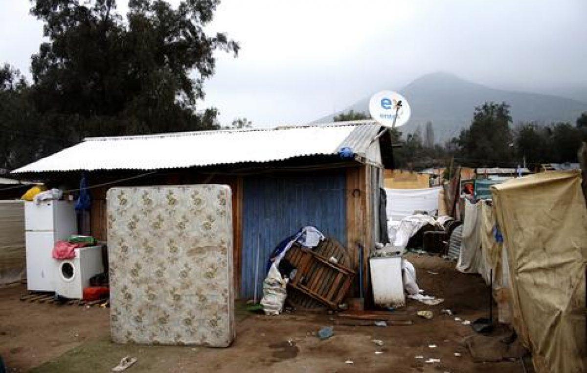 El «milagro» chileno en duda; crecen las villas miserias