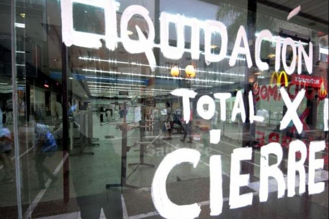 Debacle sin fin: se desplomaron el 19% las ventas minoristas