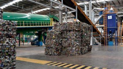 La letra chica: por qué ambientalistas señalan que el decreto de Macri permitiría la importación de basura
