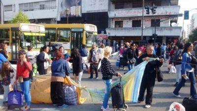 Los manteros de La Plata presentaron un amparo colectivo para poder vender en la calle