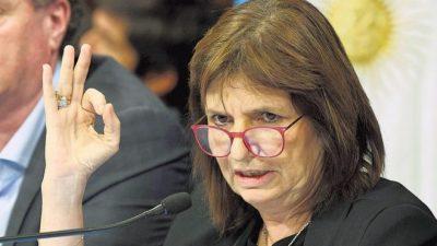 Patricia Bullrich: «Si pasan hambre, tienen los comedores»