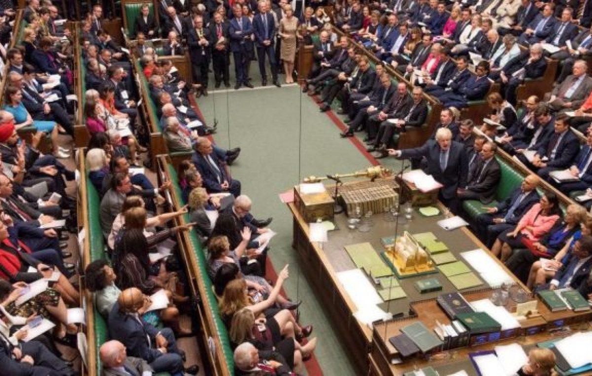 El Parlamento pone un freno al Brexit sin acuerdo