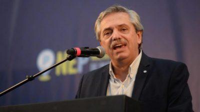 Alberto Fernández debate, pero le preocupa la economía