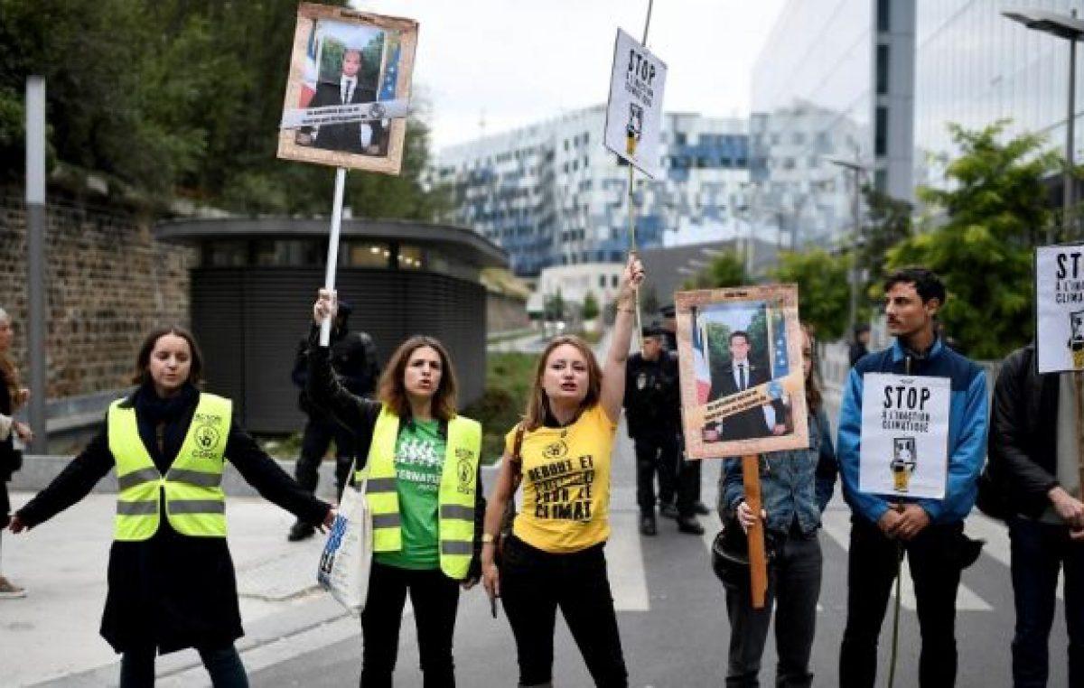 Los «descolgadores», jóvenes ecologistas contra Macron