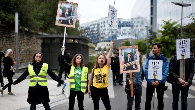 """Los """"descolgadores"""", jóvenes ecologistas contra Macron"""