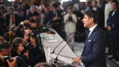 Conte presentó su gabinete en Italia