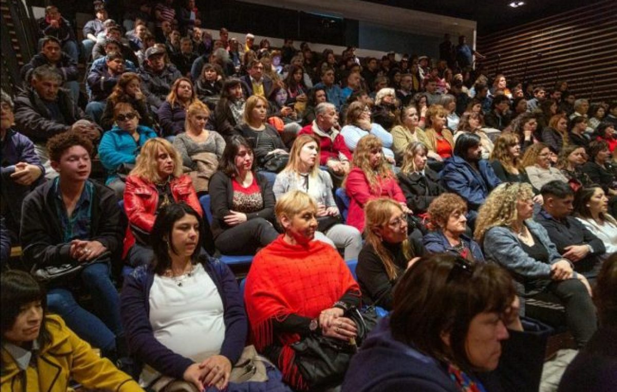 Comodoro: Titularizan categorías a 279 empleados municipales en un multitudinario acto