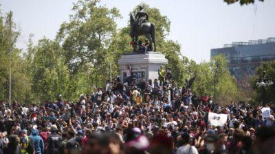 Chile: masiva protesta de los estudiantes y huelga general