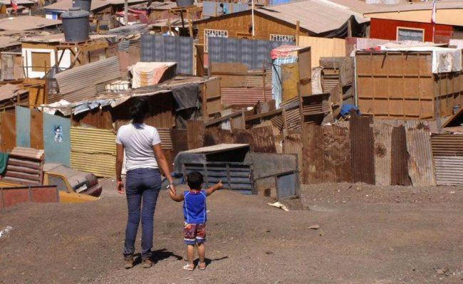 Las familias pobres necesitan aumentar 40% en promedio sus ingresos para acceder a la canasta básica