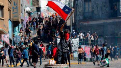 Piñera anuncio que buscará rebajar remedios y subir pensiones y salarios