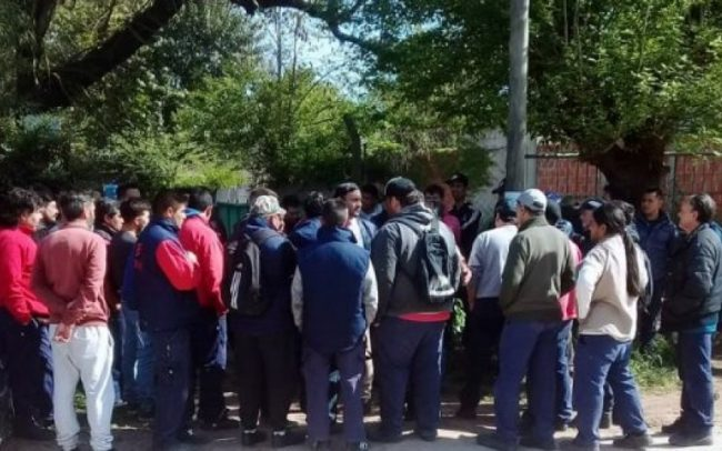 Moreno: Sin previo aviso, cerró una fábrica de cortinas y dejó a 100 empleados en la calle