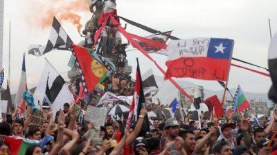 Tras los cambios en el gabinete, las movilizaciones se multiplican en Chile
