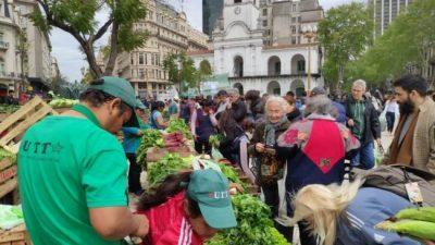 Pequeños productores realizaron un Alimentazo en Plaza de Mayo para paliar el hambre y la pobreza