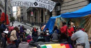 Una semana de acampe indígena en el Ministerio del Interior