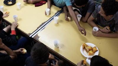 """Maestras de Lanús denuncian que es """"una vergüenza"""" la comida que mandan a las escuelas"""