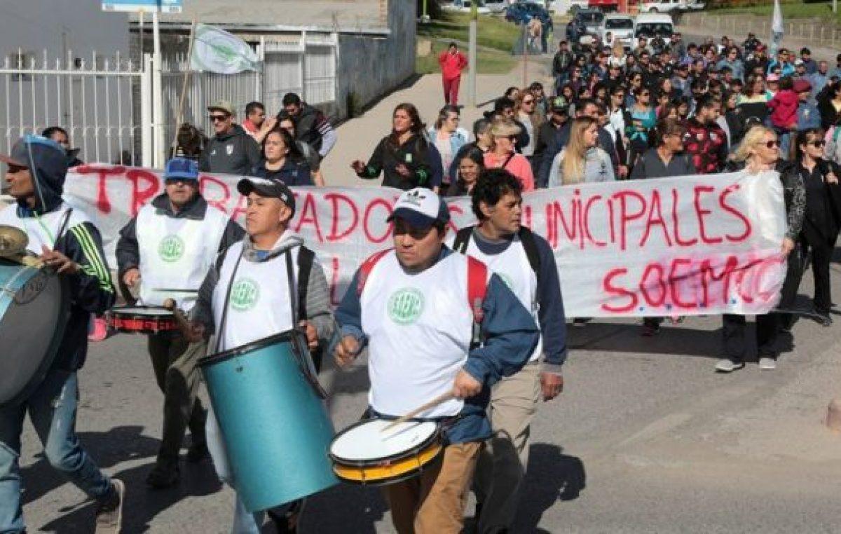 Municipales de Centenario no se rinden y piden una suba en los salarios