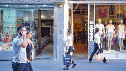 Ventas en comercios minoristas cayeron un 10 por ciento en octubre