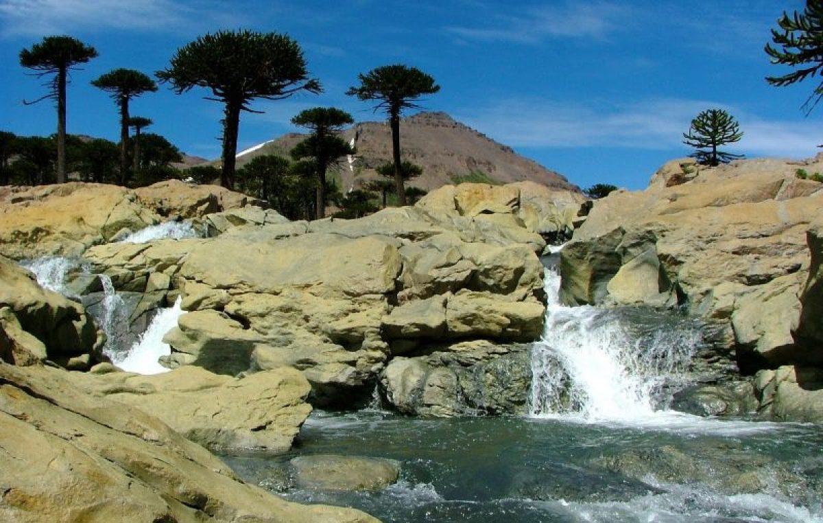 El increíble sendero de las cascadas en Caviahue